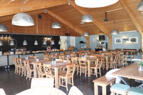 Ein Restaurant oder anderes Speiselokal in der Unterkunft Sier aan Zee