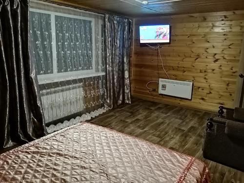 Кровать или кровати в номере Halaktyrsky Dvor