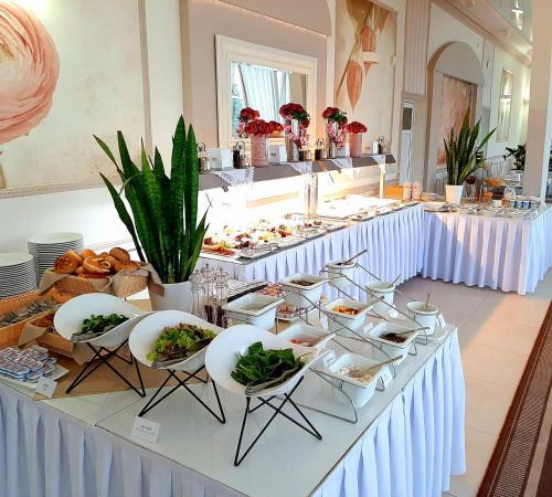 Restauracja lub miejsce do jedzenia w obiekcie Hotel Sułkowski Conference Resort