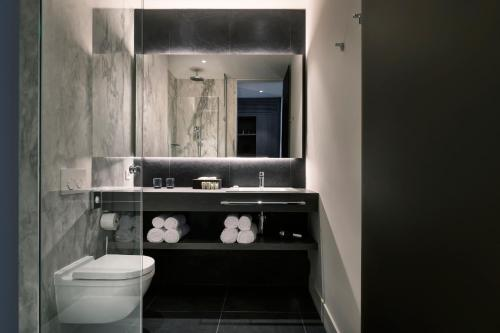 A bathroom at Terhills Hotel