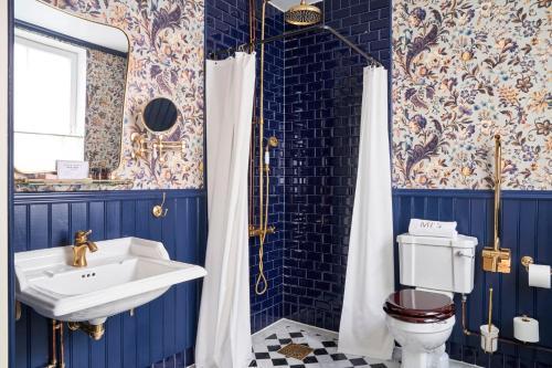 A bathroom at MJ's