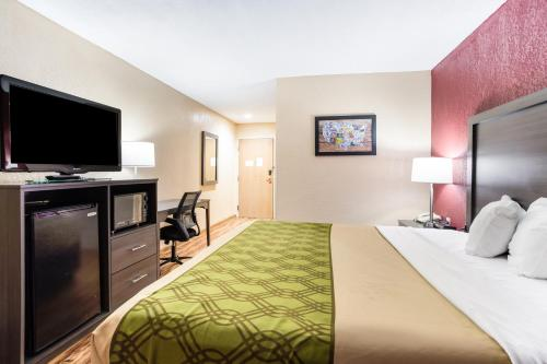 A bed or beds in a room at Econo Lodge Painted Post
