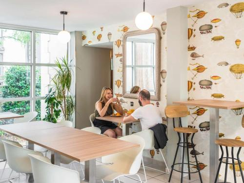 A restaurant or other place to eat at Aparthotel Adagio Access Nantes Viarme