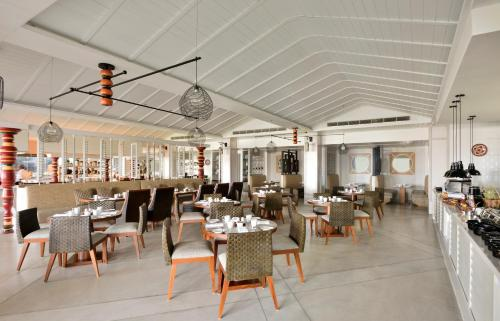 A restaurant or other place to eat at Weligama Bay Marriott Resort & Spa