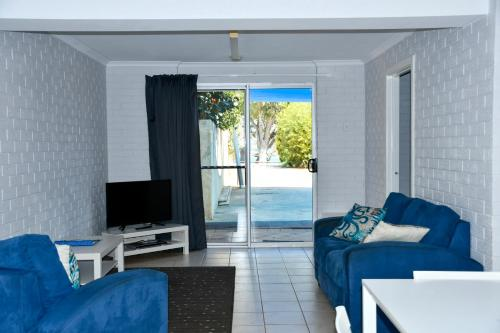 A seating area at Kalbarri Seafront Villas