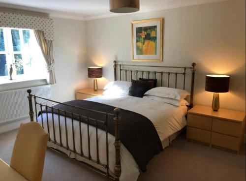 A bed or beds in a room at Keepers Lodge