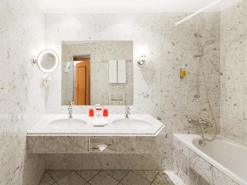 A bathroom at DORMERO Hotel Halle