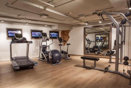 Het fitnesscentrum en/of fitnessfaciliteiten van Radisson Blu Hotel, Amsterdam City Center
