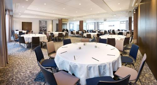 A restaurant or other place to eat at Radisson Blu Hotel Marseille Vieux Port