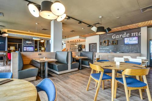 A restaurant or other place to eat at Holiday Inn Prague Airport, an IHG Hotel