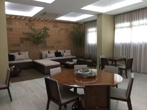 A restaurant or other place to eat at London Icaraí Residencial