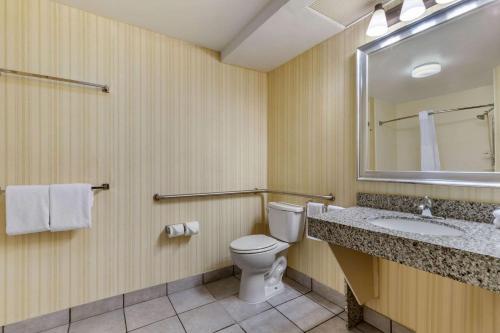 A bathroom at Quality Inn San Antonio Fiesta at Six Flags