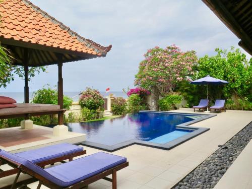The swimming pool at or close to Villa Ida