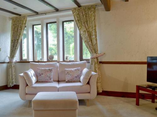 A seating area at Wisteria Cottage - UK11933