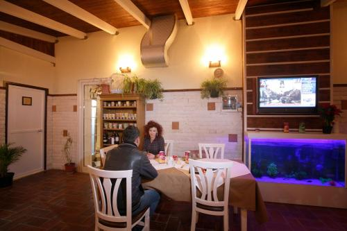 A restaurant or other place to eat at Hotel Kastria