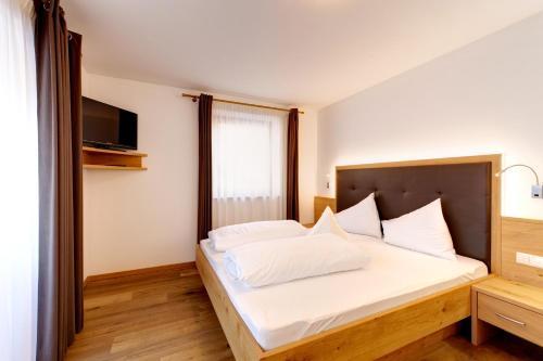 Letto o letti in una camera di Hotel Pfandleralm