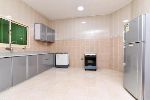 A cozinha ou cozinha compacta de ريحانه الشعب Raihana alshaab