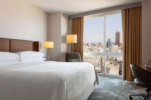 A bed or beds in a room at Sheraton Tribeca New York Hotel