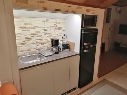 A kitchen or kitchenette at Villa Sukka
