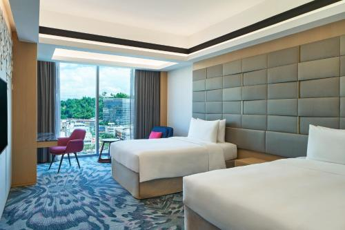 A bed or beds in a room at Le Meridien Kota Kinabalu