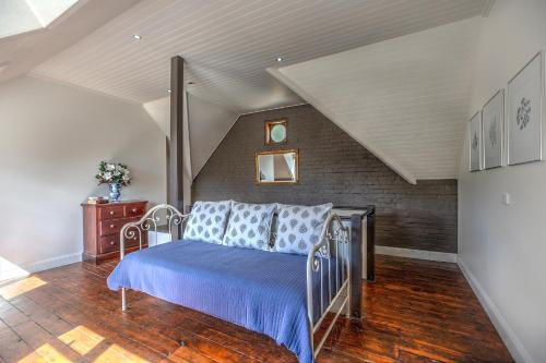 A bed or beds in a room at Evanslea Luxury Boutique Accommodation