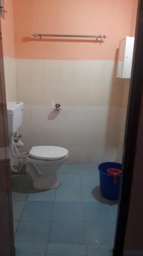 A bathroom at Pandeys Homestay Kalimpong