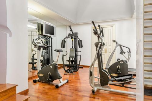 The fitness centre and/or fitness facilities at Eurostars Centrale Palace Hotel