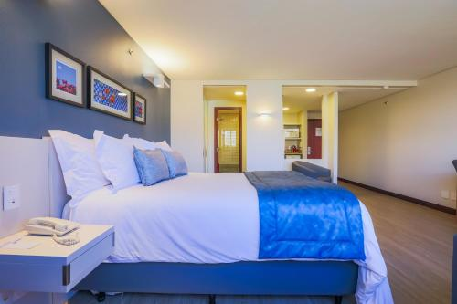 A bed or beds in a room at Comfort Suites Brasília