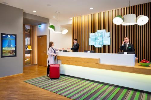 Hol lub recepcja w obiekcie Holiday Inn - Warsaw City Centre, an IHG Hotel