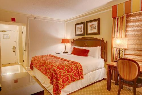 A bed or beds in a room at Boston Omni Parker House Hotel