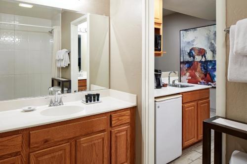 A bathroom at Orchards Inn