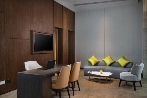 A seating area at Holiday Inn Shunde, an IHG Hotel