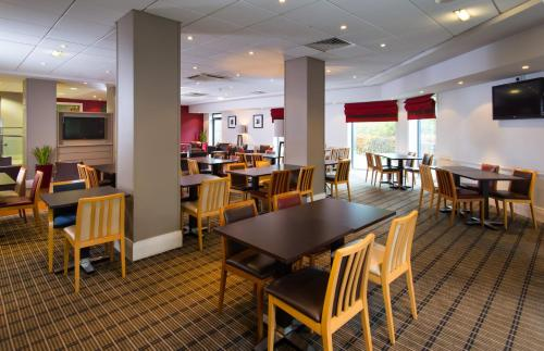 A restaurant or other place to eat at Holiday Inn Express Droitwich Spa, an IHG Hotel