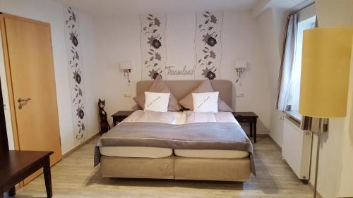 Een bed of bedden in een kamer bij Haus Meeresblick