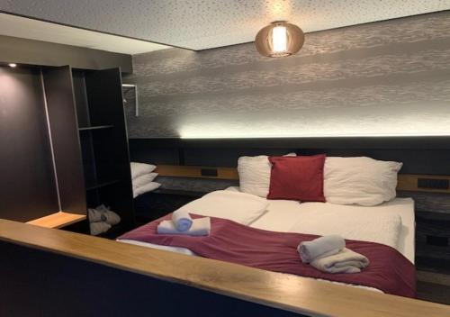 Кровать или кровати в номере Hotel du Lac
