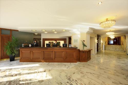 הלובי או אזור הקבלה ב-Hotel de France Wien