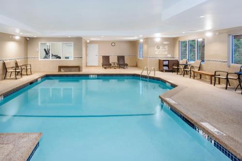 The swimming pool at or near Holiday Inn Express & Suites Tilton, an IHG Hotel