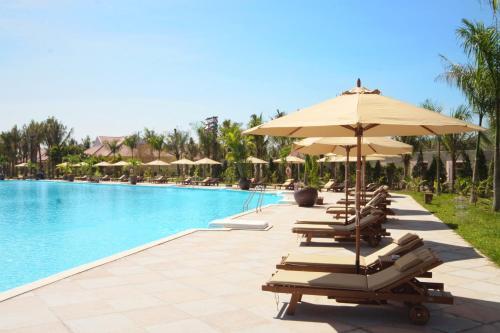 Бассейн в Diamond Bay Resort & Spa или поблизости