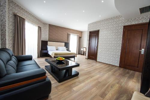 Гостиная зона в Tbilisi Inn