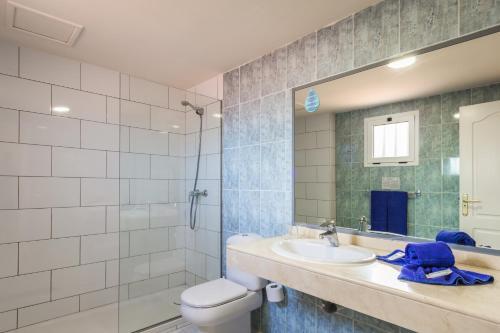 Een badkamer bij Oasis Village
