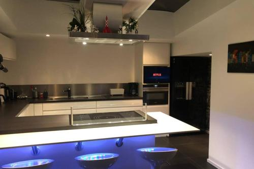 A kitchen or kitchenette at Modern 1BR house near Heysel Expo and Atomnium