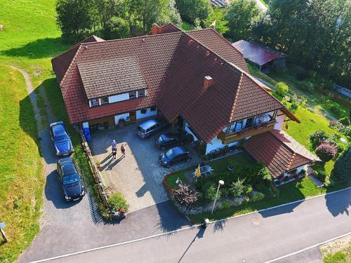 Blick auf Complete wooden Apartment in Brandenberg with terrace aus der Vogelperspektive