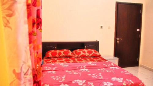 A bed or beds in a room at Al Kawther Tower
