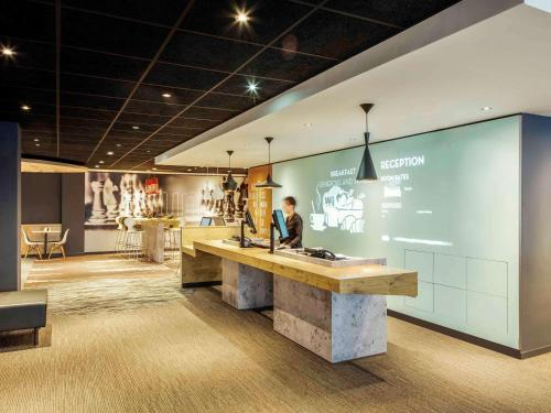 The lobby or reception area at ibis Edinburgh Centre Royal Mile – Hunter Square