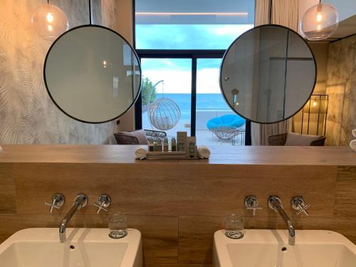 A bathroom at Tropical Beach Boutique Hotel-Singular's Hotels