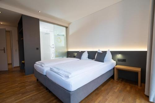A bed or beds in a room at Gasthaus zur Sonne