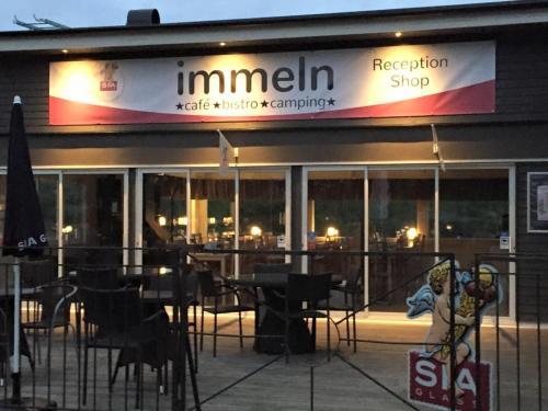 En restaurang eller annat matställe på Immeln Cafe Bistro Camping
