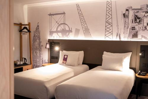 A bed or beds in a room at Mercure Cardiff North Hotel