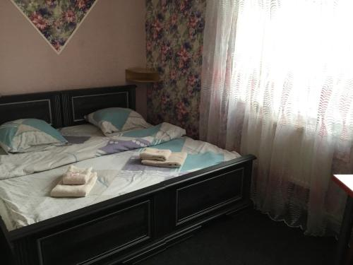 A bed or beds in a room at Inn Alibi