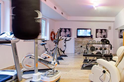 The fitness center and/or fitness facilities at Arthotel ANA Style Augsburg